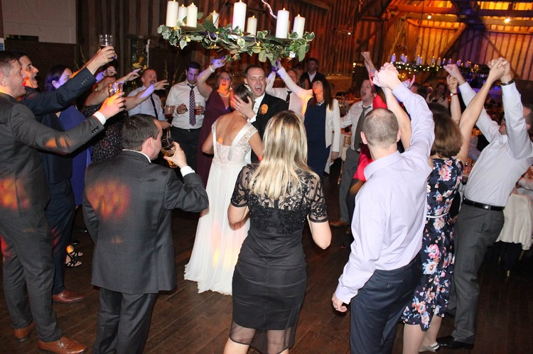 2 Reasons To Decide On A Wedding Day Disco To Keep Your Guests Happy On Your Big Day.